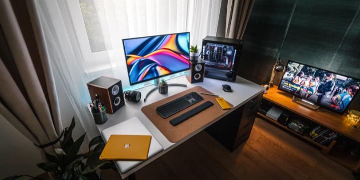Built in desk – Live More Zone