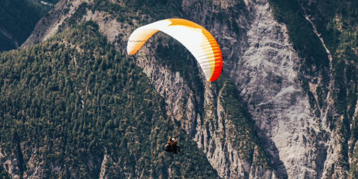 Paragliding in Bir Billing – Live More Zone
