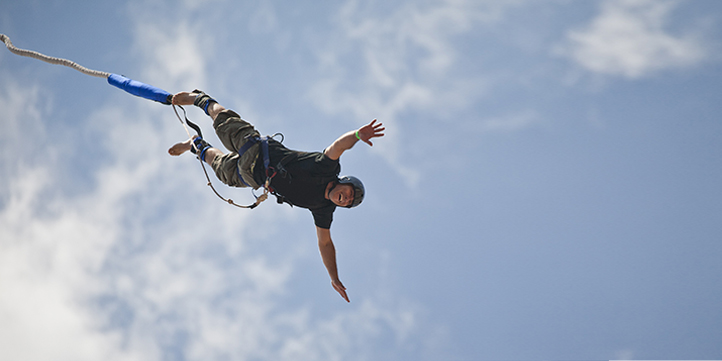 Bungee Jumping - Live More Zone
