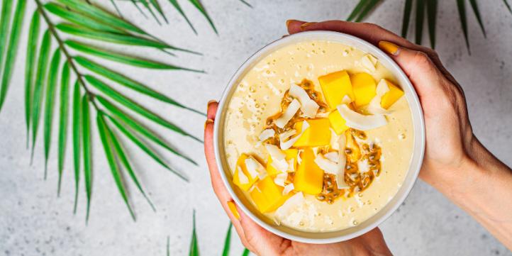 Coconut mango smoothie  – Live More Zone