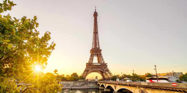 Eiffel Tower – Live More Zone