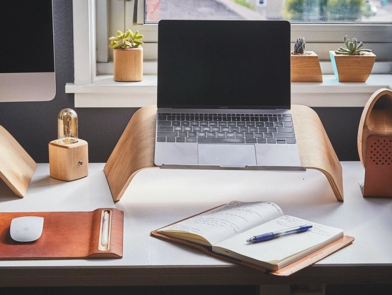 10 Healthy Habits Everyone Who Sits At A Home Desk Should Have