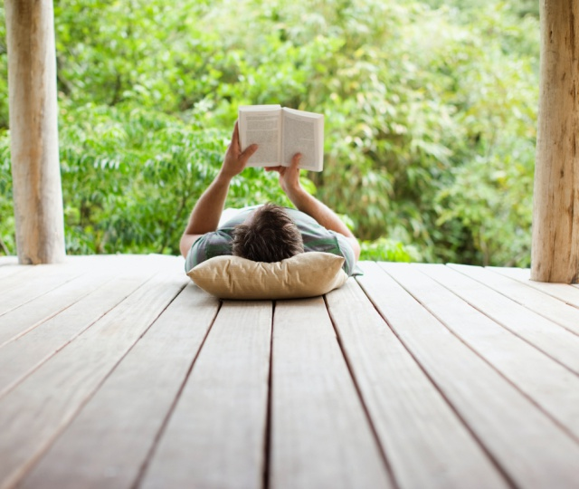 8 Best Travel Books For Your Wanderlust