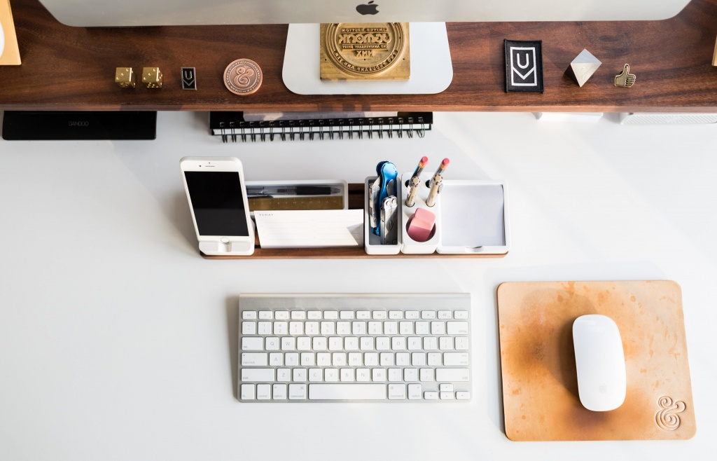 Create A Clean And Organized Workspace - Live More Zone