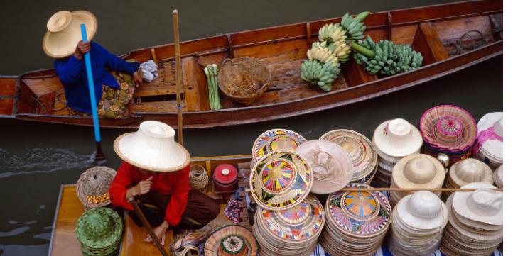 Damnoen Saduak Floating Market  – Live More Zone